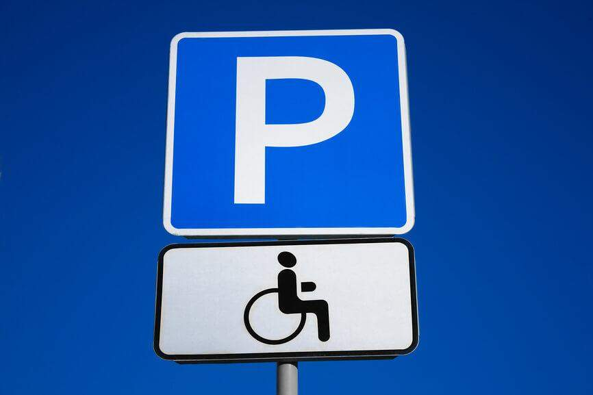 Как инвалиду получить место на стоянке